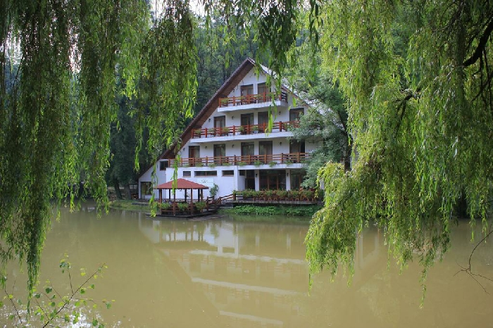 Pensiunea Lacul Linistit - accommodation in  Apuseni Mountains (01)