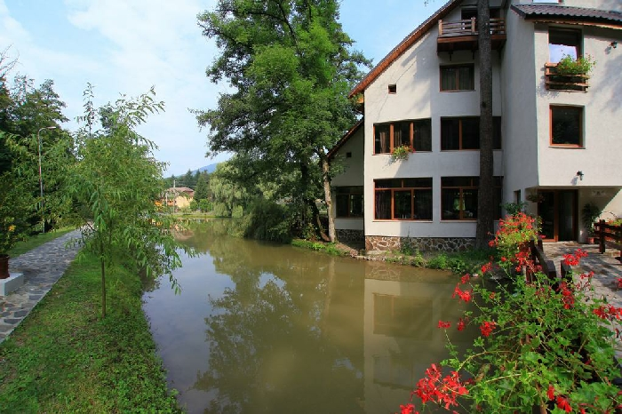 Pensiunea Lacul Linistit - accommodation in  Apuseni Mountains (02)