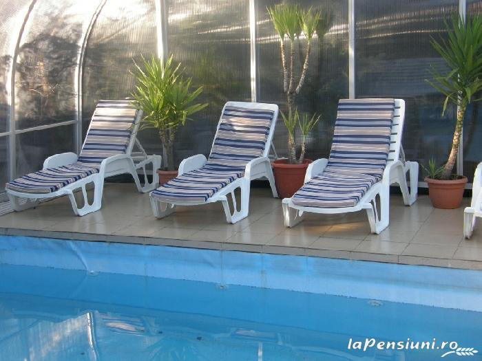 Cazare pensiunea transilvania house la breaza prahova for Cazare cu piscina interioara valea prahovei