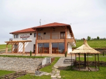 Rural accommodation at  Pensiunea Horizont