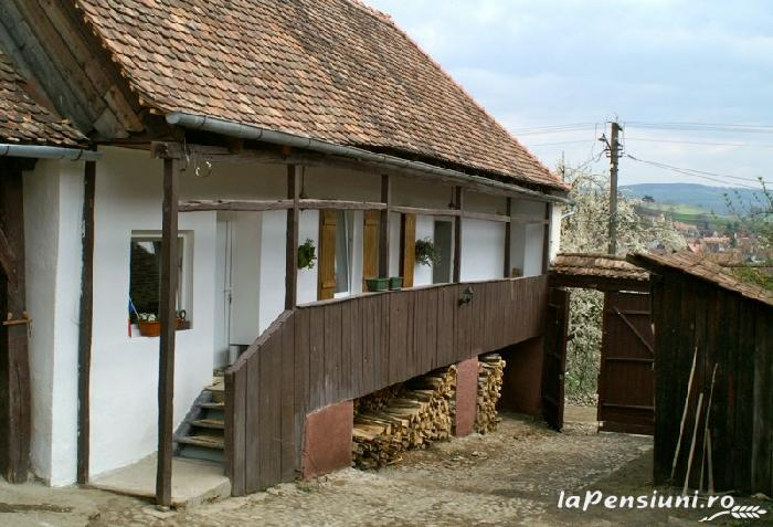 Casa De Pe Deal - accommodation in  Sighisoara (05)