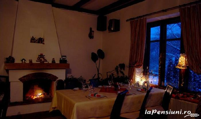 Translate The Two Living Room Restaurant