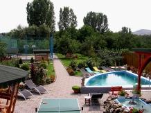 Cazare alba cu piscina pensiuni in natura for Cazare cu piscina interioara valea prahovei