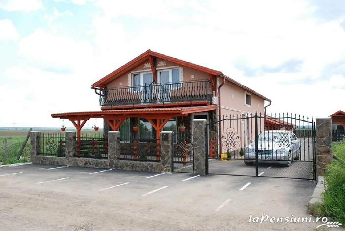 Cazare Casute Mihaieni - accommodation in  Maramures Country (01)