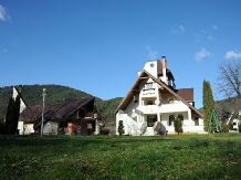Rural accommodation at  Castelul de Smarald