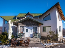 Rural accommodation at  Pensiunea In Deal la Lupi