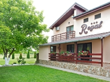 Rural accommodation at  Pensiunea Regal 1 Mai
